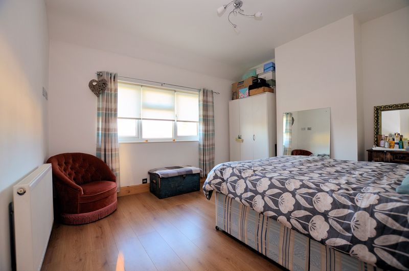 3 bed house for sale in Queens Road 5