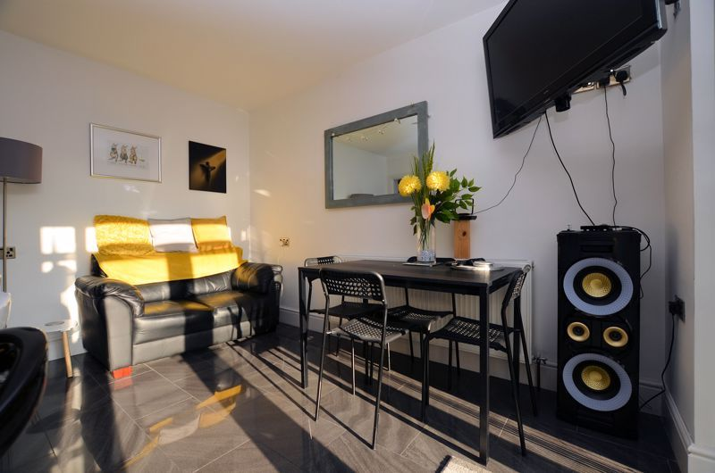 3 bed house for sale in Queens Road  - Property Image 8