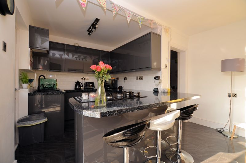 3 bed house for sale in Queens Road  - Property Image 9