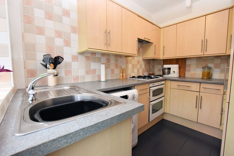 3 bed house for sale in Hamilton Road 3