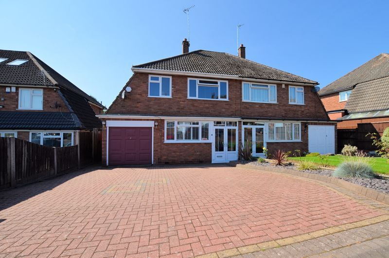 3 bed house for sale in Goodwyn Avenue - Property Image 1