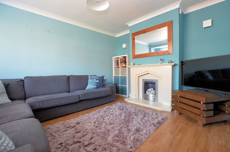 3 bed house for sale in Goodwyn Avenue  - Property Image 2