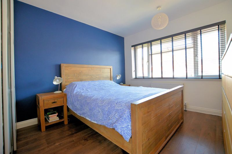 3 bed house for sale in Goodwyn Avenue  - Property Image 5
