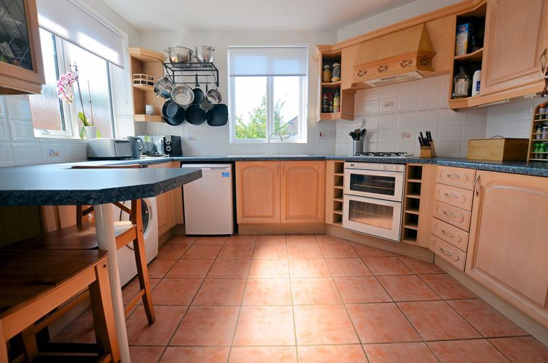 3 bed house for sale in Goodwyn Avenue  - Property Image 10