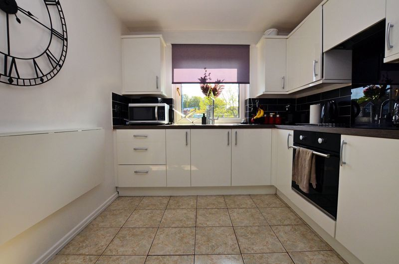 2 bed flat for sale in Perry Hill Road 11