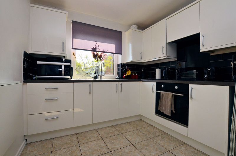 2 bed flat for sale in Perry Hill Road 3