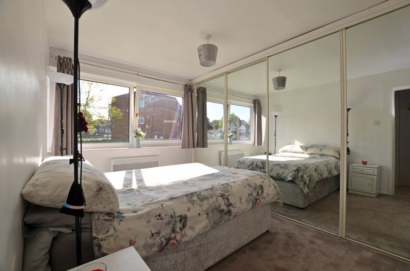 2 bed flat for sale in Perry Hill Road  - Property Image 5