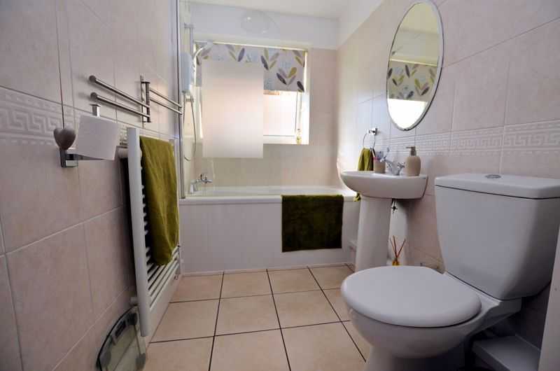 2 bed flat for sale in Perry Hill Road  - Property Image 6