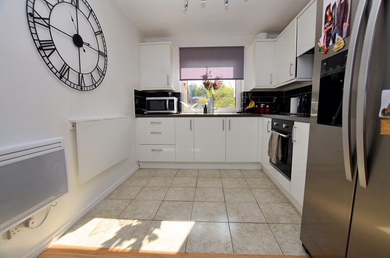 2 bed flat for sale in Perry Hill Road  - Property Image 7