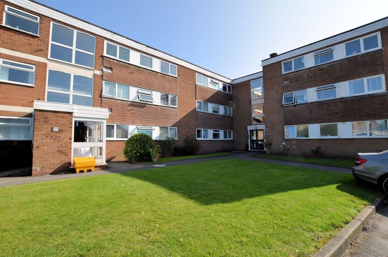 2 bed flat for sale in Perry Hill Road 9