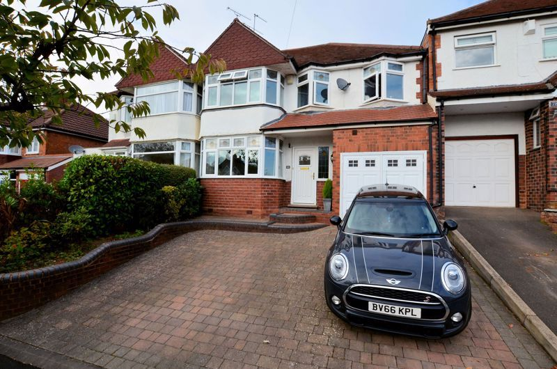 4 bed house for sale in Oak Road - Property Image 1