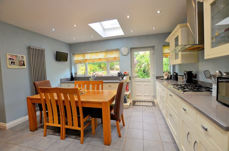 4 bed house for sale in Oak Road  - Property Image 11