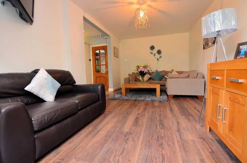 4 bed house for sale in Oak Road  - Property Image 13