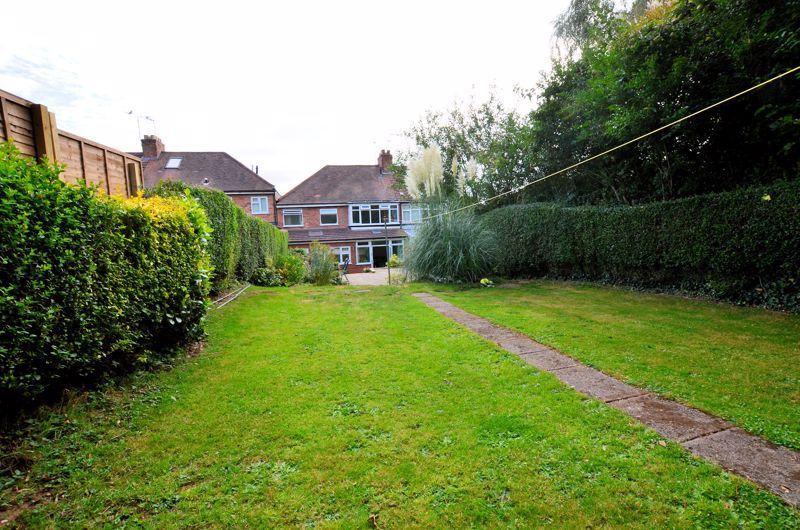 4 bed house for sale in Oak Road  - Property Image 14