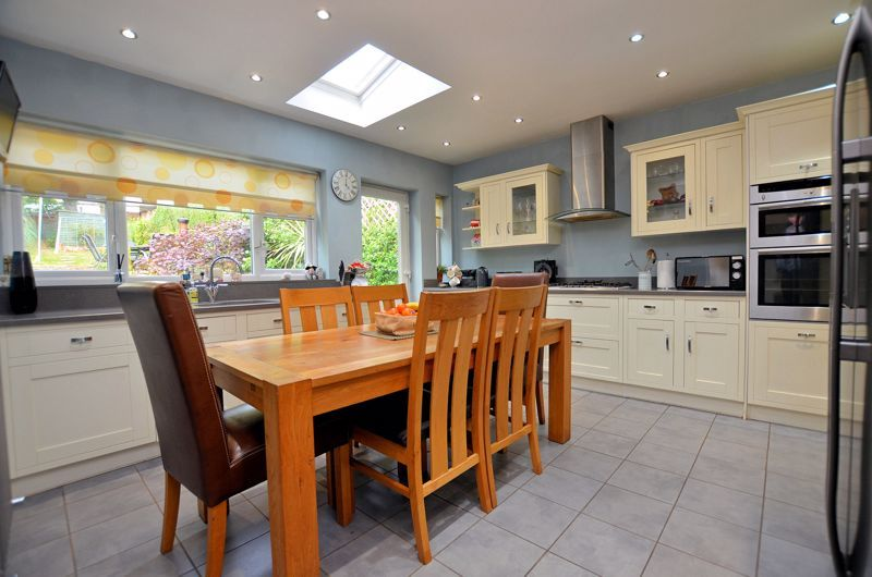 4 bed house for sale in Oak Road  - Property Image 3