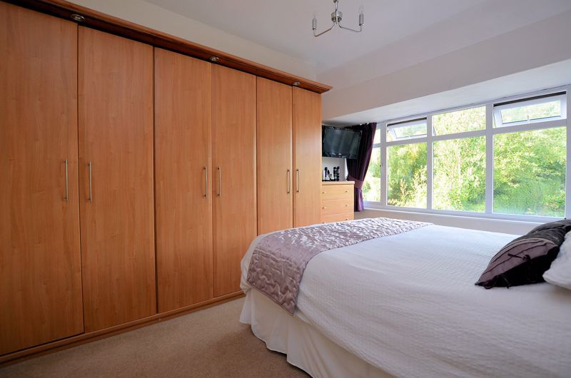 4 bed house for sale in Oak Road  - Property Image 5