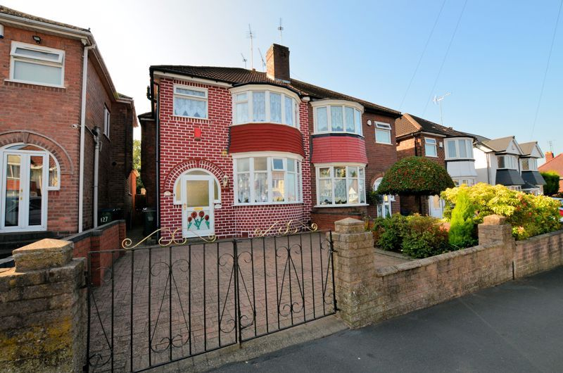 3 bed house for sale in Barnford Crescent 1