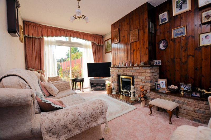 3 bed house for sale in Barnford Crescent  - Property Image 2