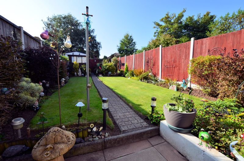 3 bed house for sale in Barnford Crescent 8
