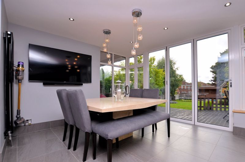 5 bed house for sale in Brandhall Road  - Property Image 11