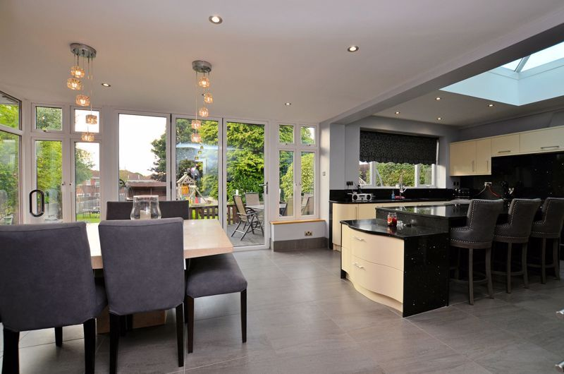 5 bed house for sale in Brandhall Road  - Property Image 16