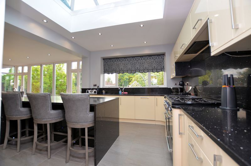 5 bed house for sale in Brandhall Road 17