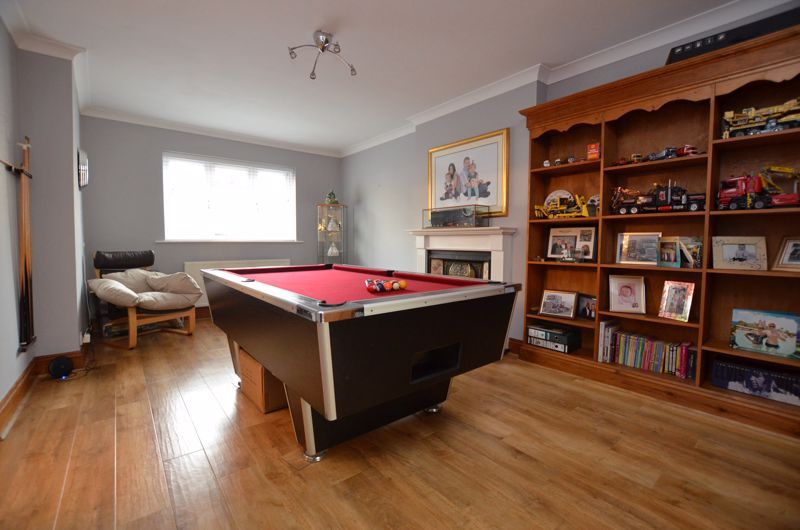 5 bed house for sale in Brandhall Road  - Property Image 3