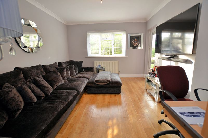 5 bed house for sale in Brandhall Road  - Property Image 4