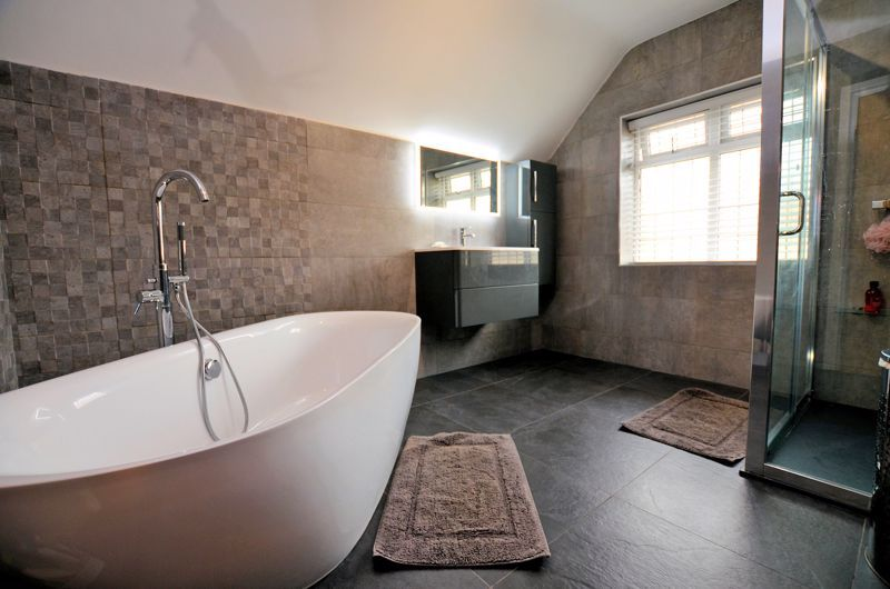 5 bed house for sale in Brandhall Road 7