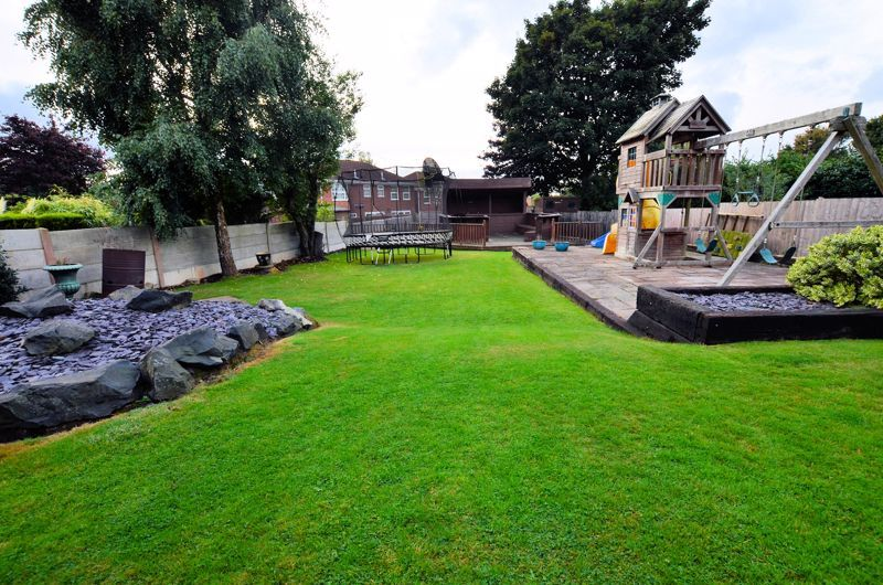 5 bed house for sale in Brandhall Road 8