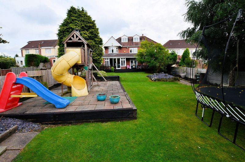 5 bed house for sale in Brandhall Road  - Property Image 9