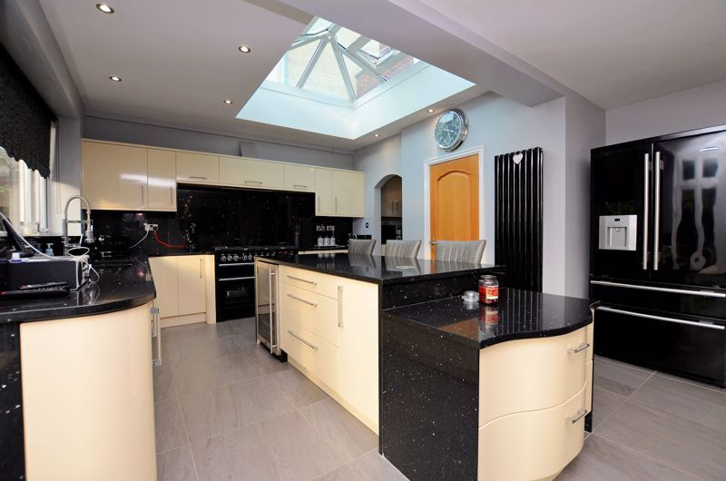 5 bed house for sale in Brandhall Road  - Property Image 10