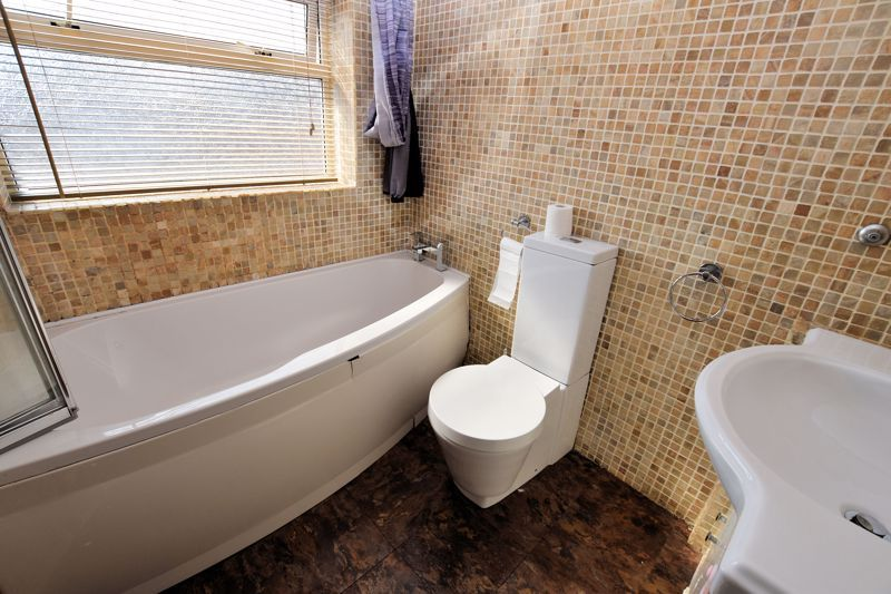 3 bed house to rent in Mayswood Grove 14
