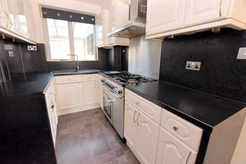 3 bed house to rent in Mayswood Grove 3