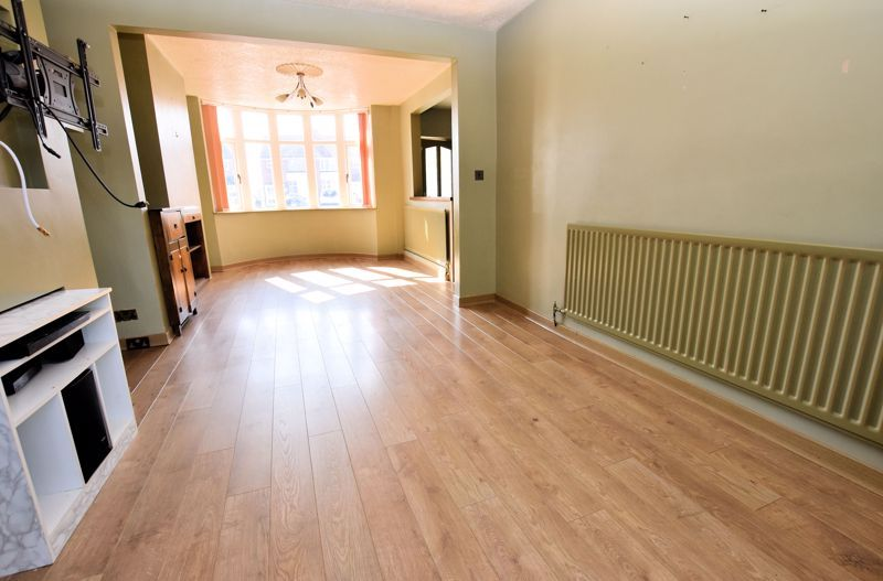 3 bed house to rent in Mayswood Grove 7