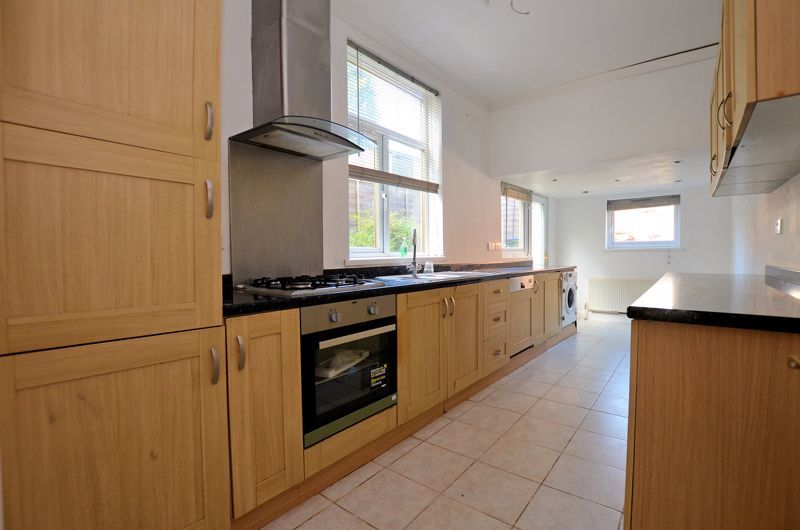 4 bed house for sale in Lightwoods Hill 3