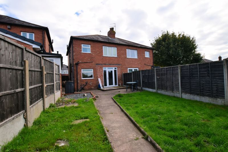 3 bed house for sale in White Road 16