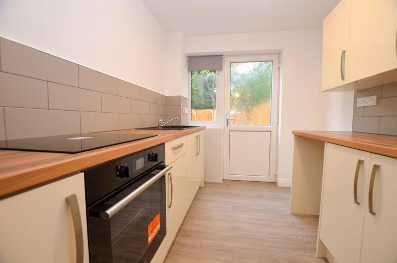 2 bed flat to rent in Oakthorpe Gardens 1