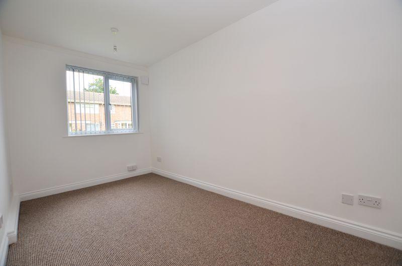 2 bed flat to rent in Oakthorpe Gardens 12