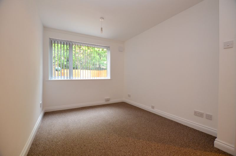 2 bed flat to rent in Oakthorpe Gardens 13