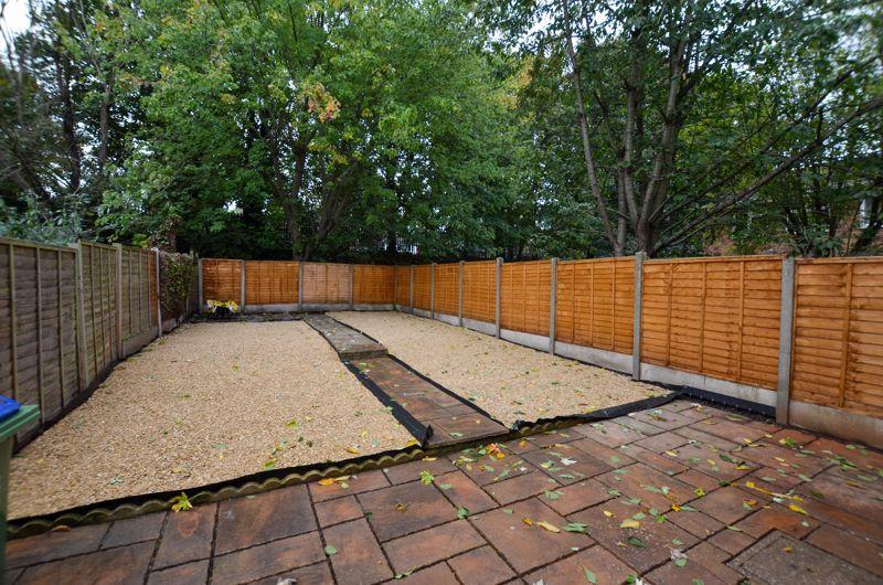 2 bed flat to rent in Oakthorpe Gardens 3