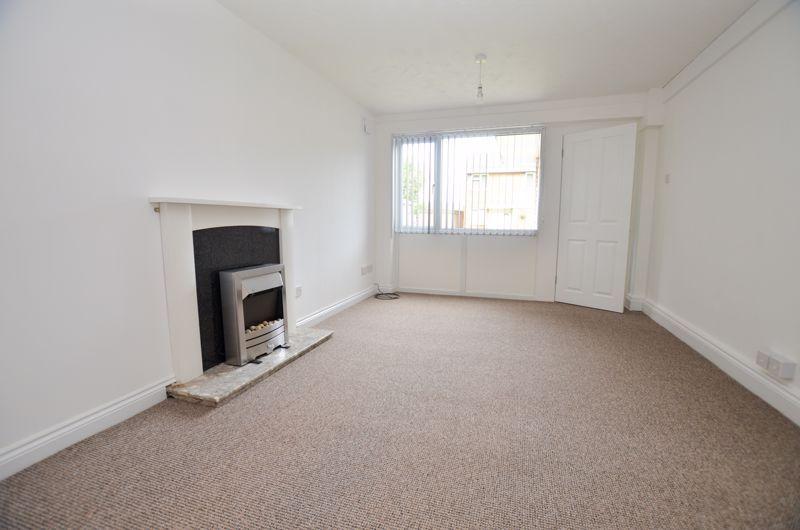 2 bed flat to rent in Oakthorpe Gardens 5