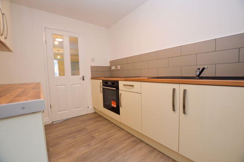 2 bed flat to rent in Oakthorpe Gardens 7