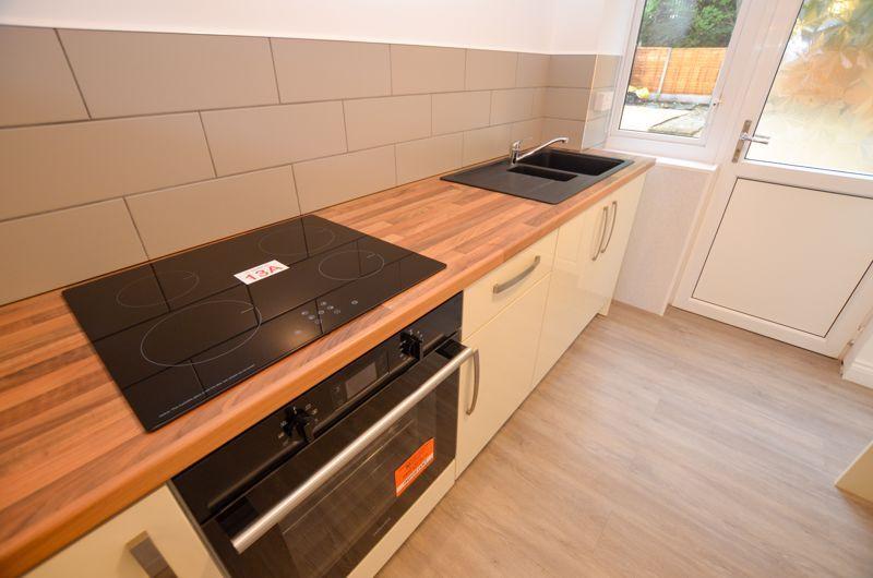 2 bed flat to rent in Oakthorpe Gardens 8