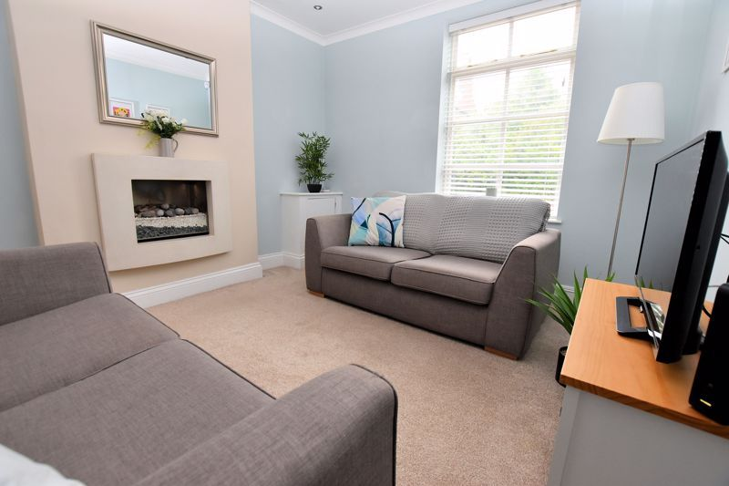 2 bed house for sale in High Street 9