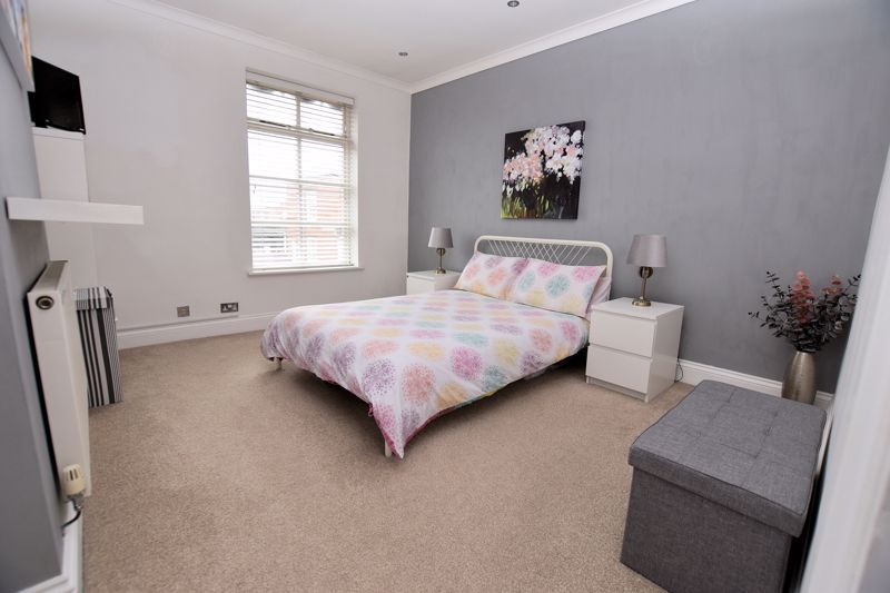 2 bed house for sale in High Street 10