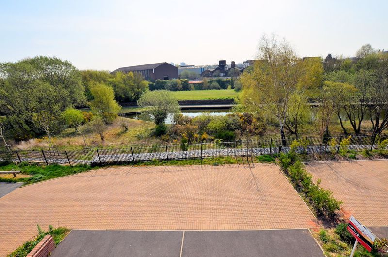 4 bed house for sale in Evered Close 1