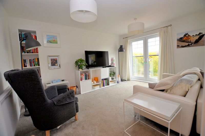 4 bed house for sale in Evered Close  - Property Image 2