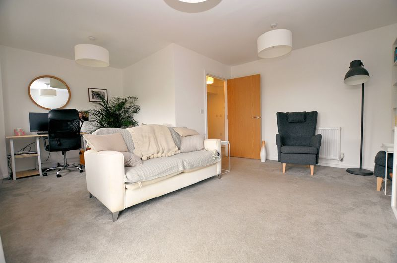4 bed house for sale in Evered Close 11