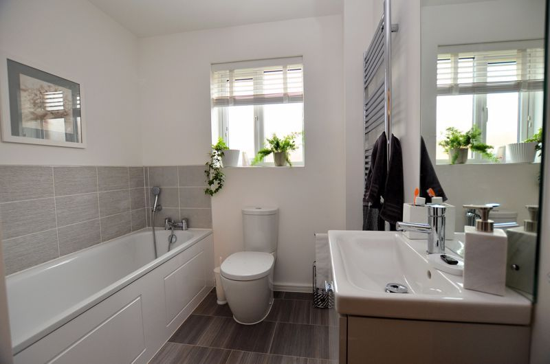 4 bed house for sale in Evered Close 13